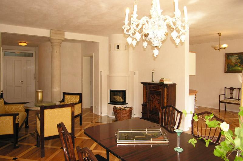 Apartment Meißen Wohnzimmer mit Tisch